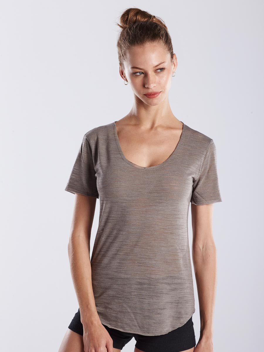 WOMEN'S SCALLOPED HEM S/S SCOOP NECK