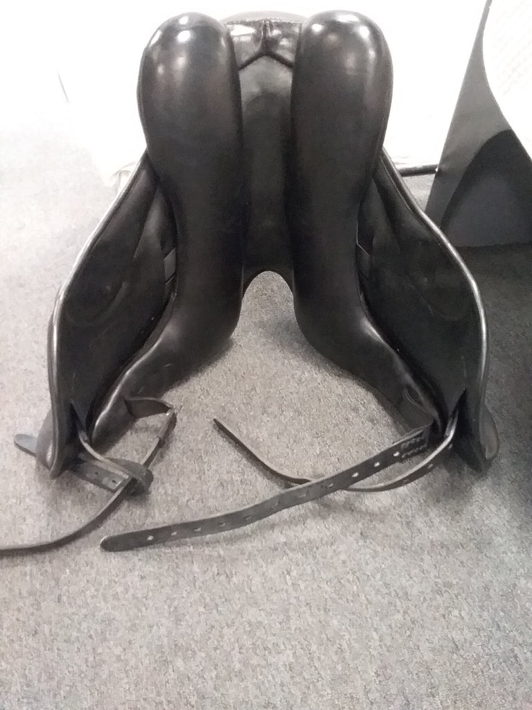 "PRICE DROP! Used Hennig Princess Monoflap 17"" Dressage Saddle"