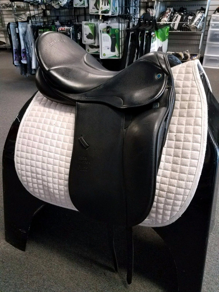 USED Stubben Genesis Deluxe Dressage Saddle with Biomex Seat