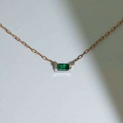 emerald-white-gold-necklace-rose-gold-chain-sydney-jeweller-lizunova