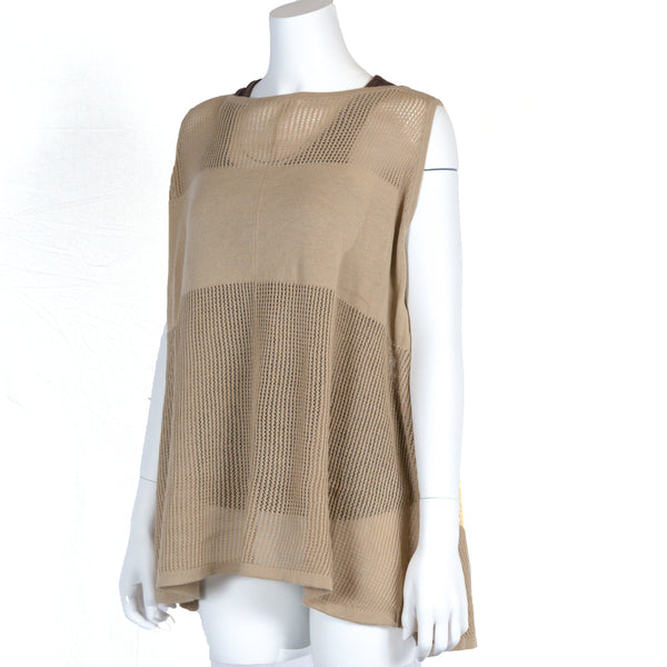 Sleeveless poncho in Taupe, opaque bandeau for nursing privacy