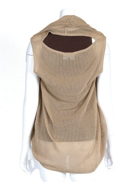 Open back hole can be concealed or left open for more air flow and for babywearing