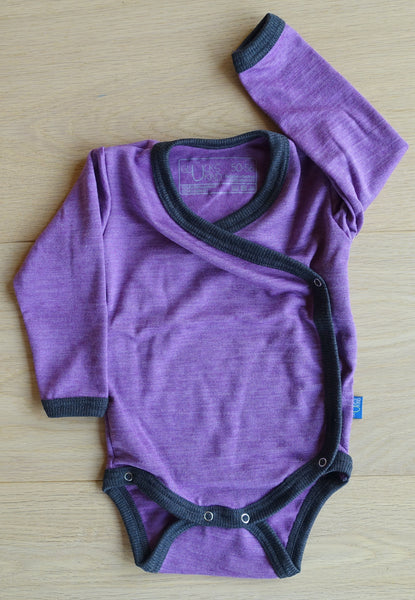 Glückskind; Wickelbody; wrap around; wrap-around; Baby; Body; Wollbody; Wolle; Seide; Merino; Bio; Öko; GOTS; Premium; Body; Wool; Silk; organic; lavendel, violett, lila, flieder, violet