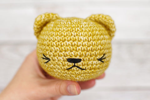 How to Embroider on Amigurumi - Hobium Blog | 320x480