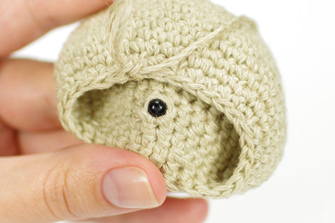 amigurumi attaching safety eyes
