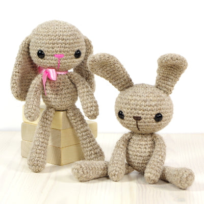Crocheting and finishing flat amigurumi details