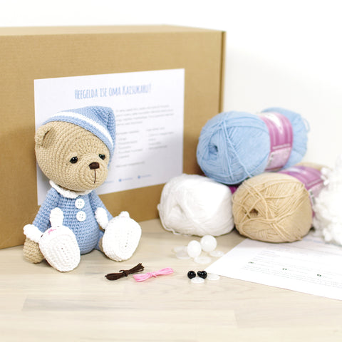 CROCHET KIT: Sleepy teddy bear, blue