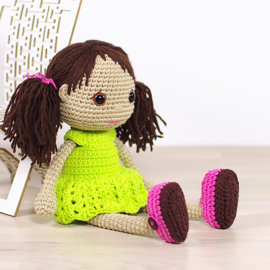 PATTERN: Doll with dress and shoes