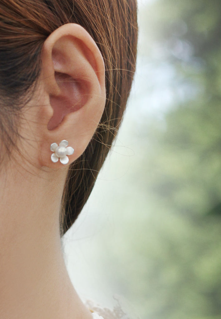romaneeboutique flower stud pearl may natural and genuine delicate unique with