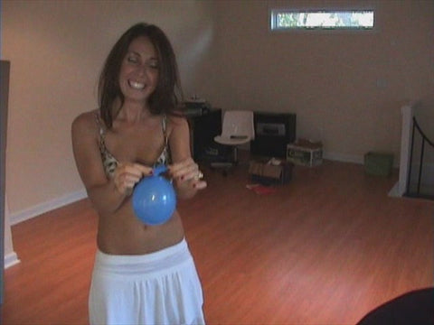 BALLOON FUN WITH DAPHNE & DAISY