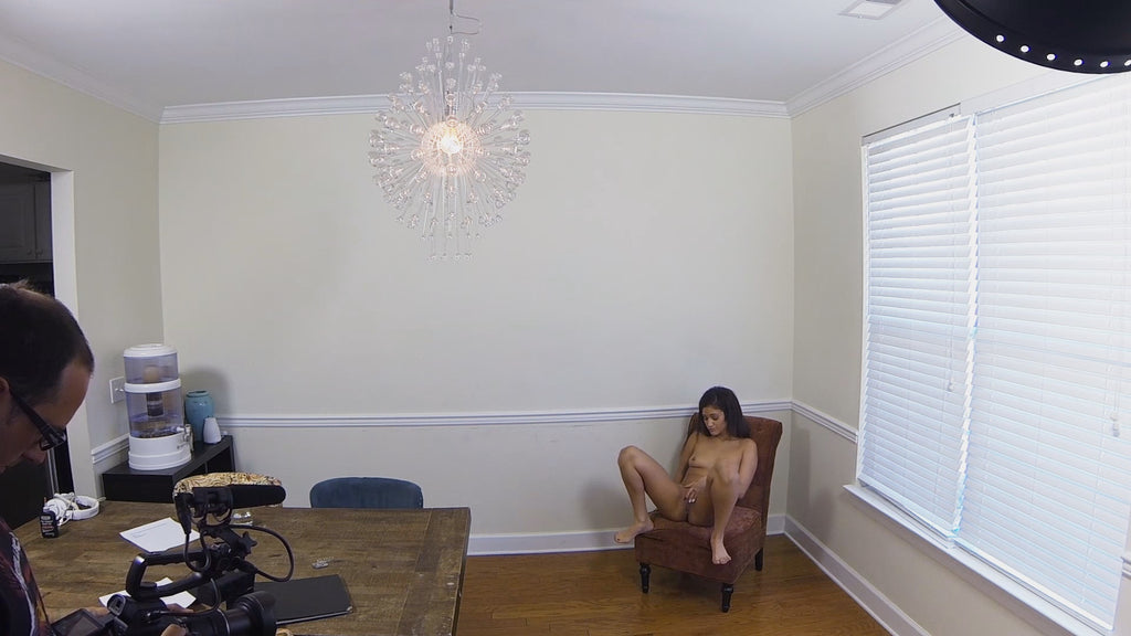 STUARTS GIRL DEVYN - STRIPTEASE - BTS