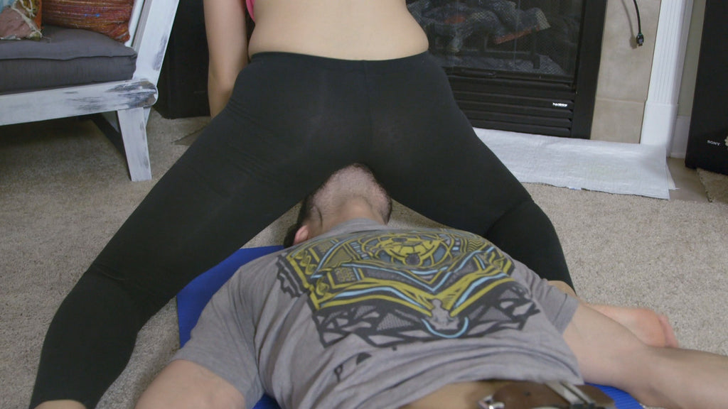 YOGA PANTS FACE SMOTHER
