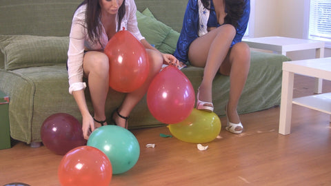 KELLY & DAPHNE BALLOON FUN