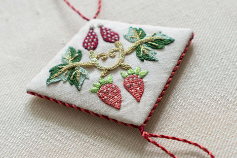 Shakespeare's Rosehips & Strawberries Decoration
