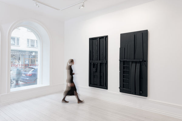 Left: Louise Nevelson, Untitled, 1976 ca, black painted wood, 84,6 x 37 in. (215 x 94 cm). Right: Louise Nevelson, Untitled, 1976 ca, black painted wood, 84,64 x 37 in. (213 x 95,5 cm) © Louise Nevelson / Bildupphovsrätt 2017