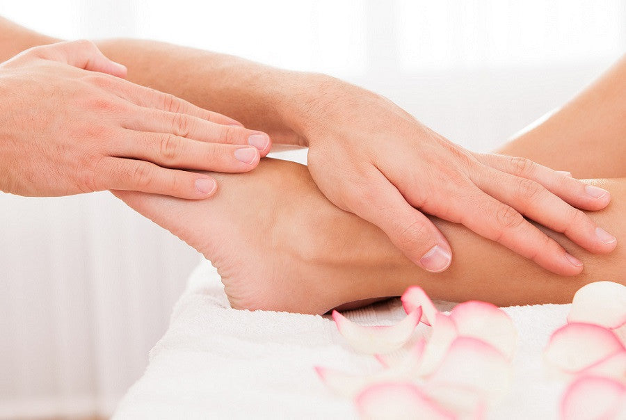 14 WAYS TO PAMPER YOUR PARTNER'S FEET