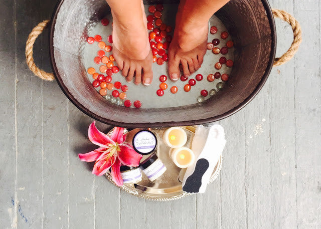 THE ULTIMATE 15 MINUTE PEDICURE