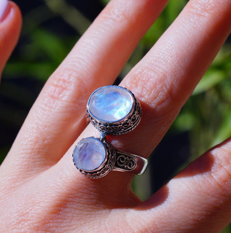 Vintage Style Faceted Rainbow Moonstone set in 925 Sterling Silver Ring size 8.5