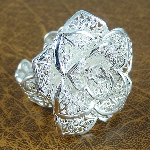 Hollowed-Out Silver Flower Ring