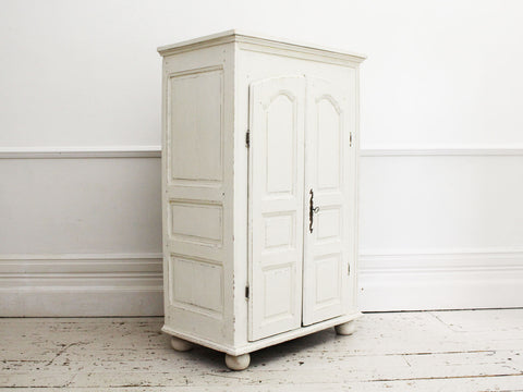 An Early 18th C Serpentine Fronted Painted Italian Commode