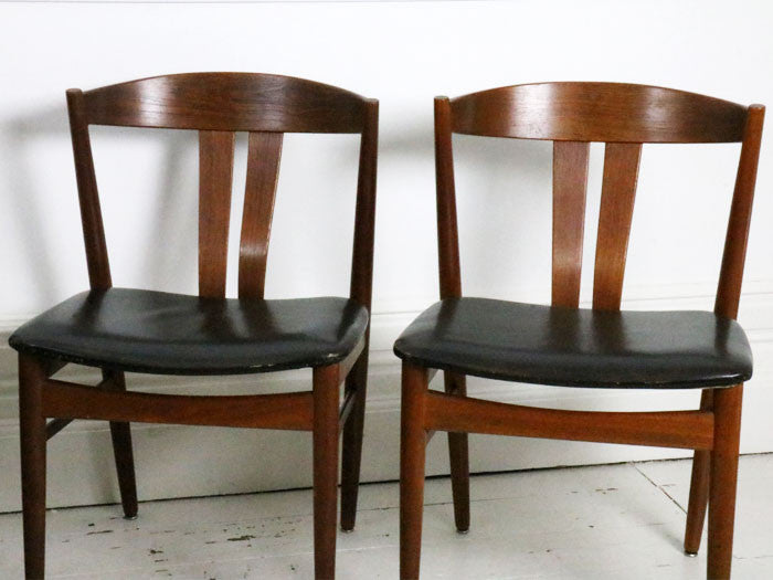 A set of 4 Danish wishbone dining chairs