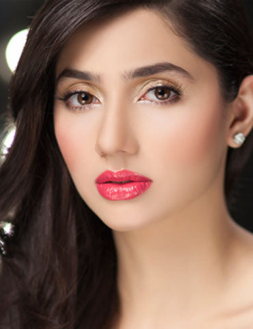 Just before her debut, a nervous Mahira tweeted 'On my way you guys.. the  dress didn't turn up, but it's raining and I'm nervous but maybe it's a  sign.'