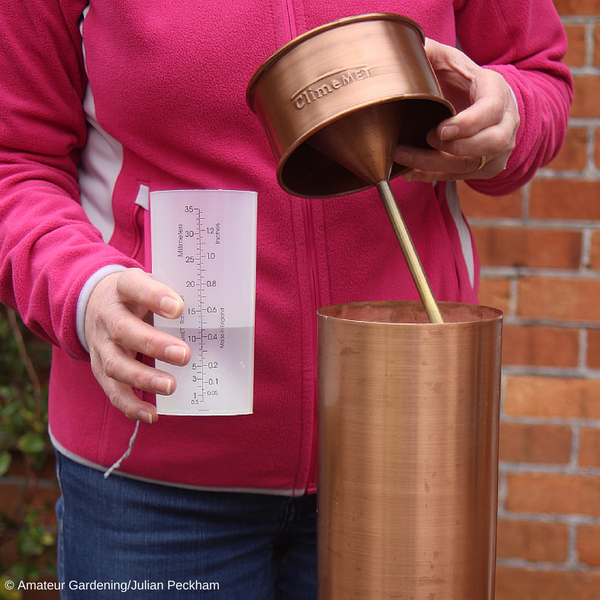 CM1037 Traditional Copper Rain Gauge