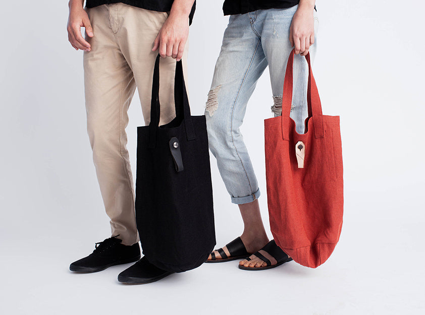 red linen mail tote