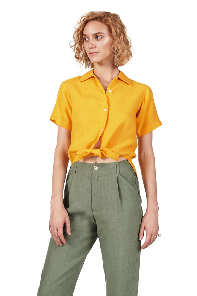 Short-sleeved Tie-front in Yolk Linen