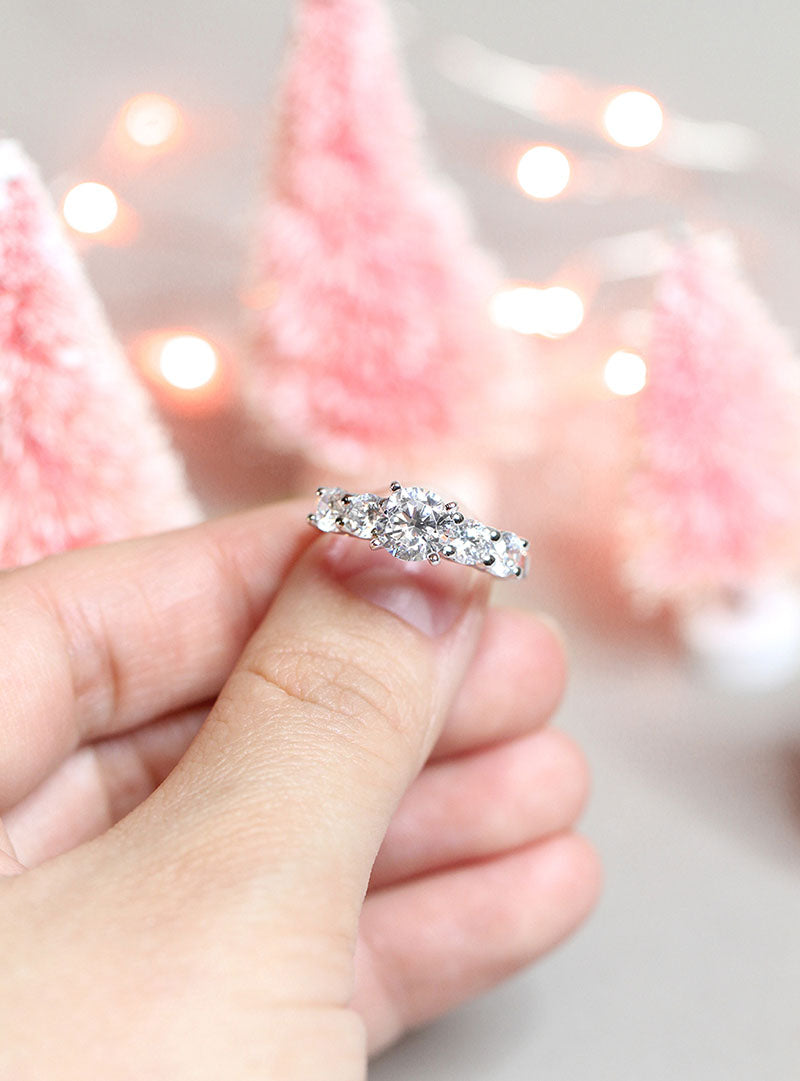 7 Jaw Dropping Engagement Rings Under $1,000