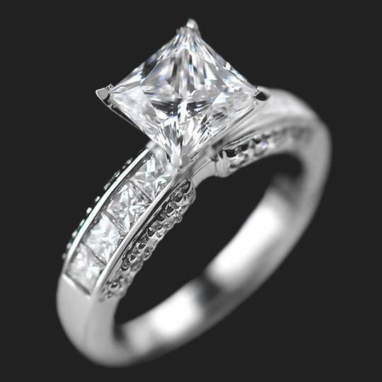 Shown with a 2.0ct Princess cut in 18KW|2.0ct Princess cut in 18KW
