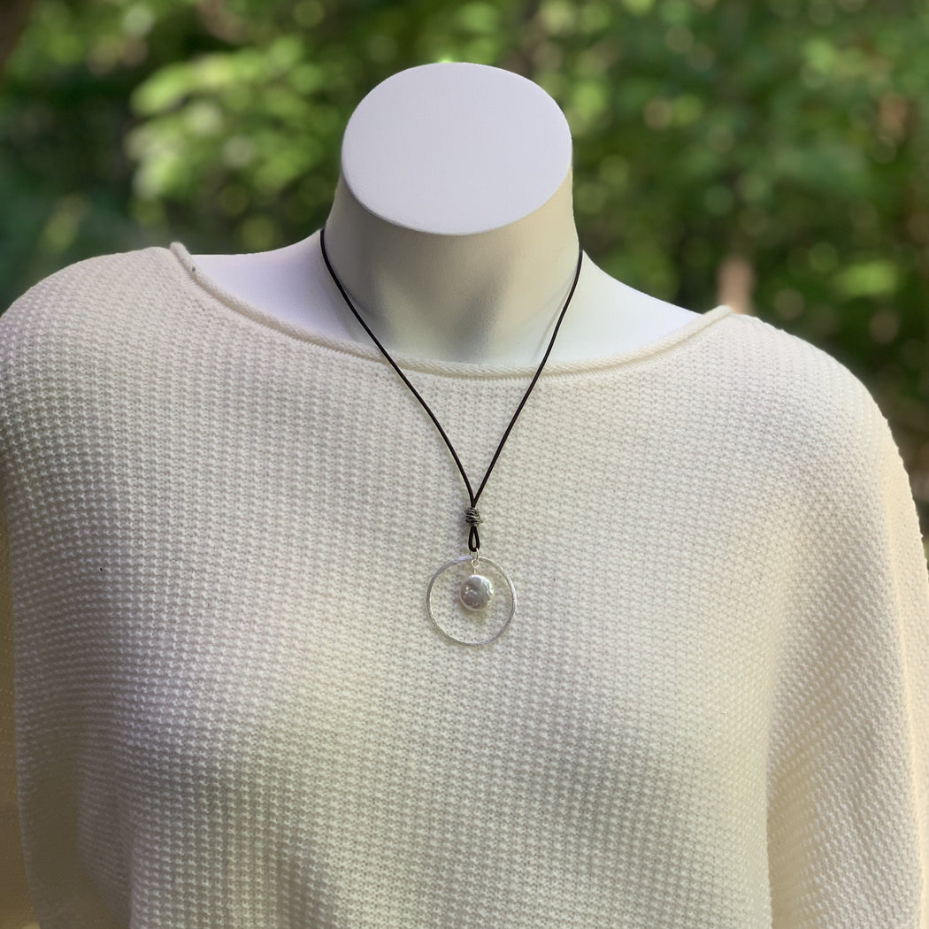 Freshwater Pearl Leather Necklace | Circle Pendant Necklace | Beach Necklace