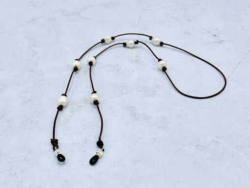 Leather eyeglass chain with leather and pearls