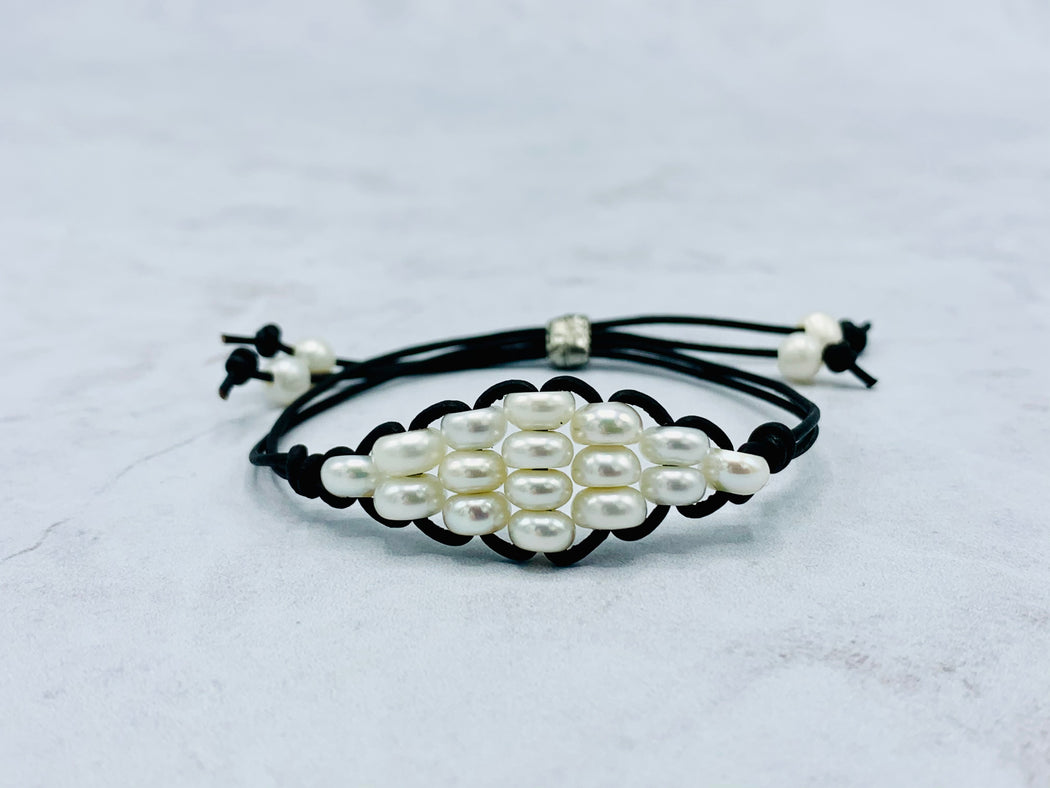 Diamond shape pearl leather adjustable bracelet