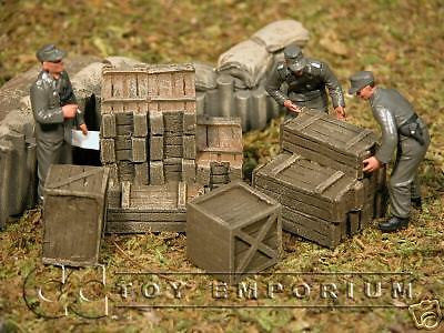 """RETIRED & BRAND NEW"" Build-a-Rama 1:32 scale Hand Painted WWII Cargo Set (4 Piece set)"