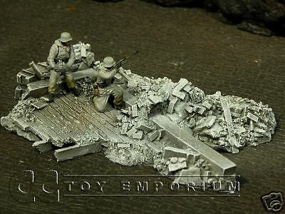 """RETIRED & BRAND NEW"" Build-a-Rama 1:32 Hand Painted ""Winter"" Bombed Foundation"