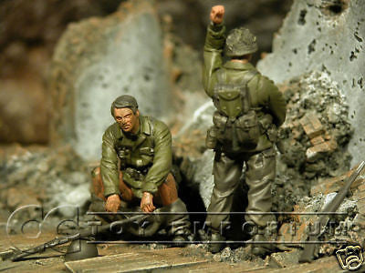 """BRAND NEW"" Custom Built & Hand Painted 1:35 WWII US ""Things To Do"" Soldier Set (2 Figure Set)"