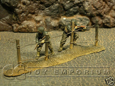 """RETIRED & BRAND NEW"" Build-a-Rama 1:32 Hand Painted WWII Deluxe Wire Fence Set"