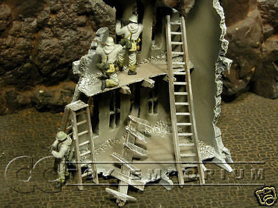 """RETIRED & BRAND NEW"" Build-a-Rama 1:32 Hand WWII ""Winter"" Painted Ladder Set (3 Piece Set)"