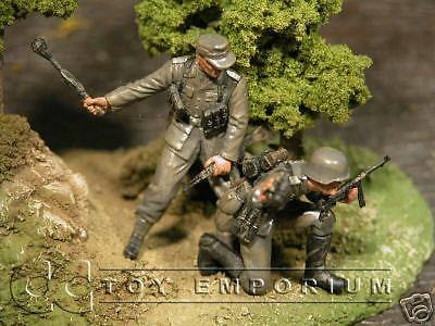 """BRAND NEW"" Custom Built & Hand Painted 1:35 WWII German Tank Hunter Soldier Set (2 Figure Set)"