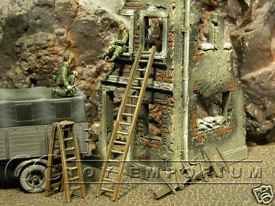 """RETIRED & BRAND NEW"" Build-a-Rama 1:32 Hand Painted Deluxe WWII Ladder Set (3 Piece Set))"