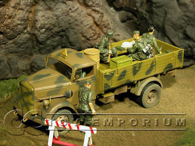 """RETIRED"" Forces Of Valor 1:32 Scale WWII German 3 Ton Cargo Truck w/ Removable Top"