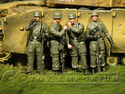 """BRAND NEW"" Custom Built & Hand Painted 1:35 WWII German 3rd Fallschirmjager Soldier Set (4 Figure Set)"