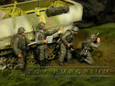 """BRAND NEW"" Custom Built & hand Painted 1:35 WWII German Panzergrenadiers Soldier Set (4 Figure Set)"