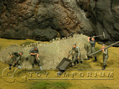 """BRAND NEW"" Custom Built & Hand Painted 1:35 WWII German Soldiers At Work Set (5 Figure Set)"