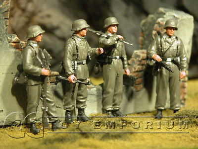 """BRAND NEW"" Custom Built & Hand painted 1:35 WWII German Panzer Grenadier Set (4 Figure Set)"