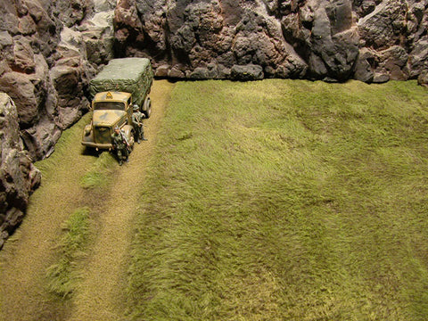 """RETIRED"" Build-a-Rama 1:32 Hand Painted Deluxe Table Top Grass Mat With Straight Dirt Road"