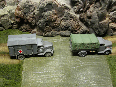 RETIRED Build-a-Rama 1:32 Hand Painted Deluxe Table Top Grass Mat With River & Dirt Road