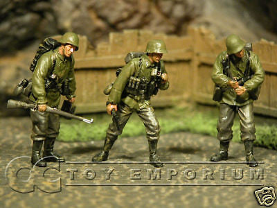 """BRAND NEW"" Custom Built & Hand Painted 1:35 WWII German Sturnpionier Soldier Set (3 Figure Set)"