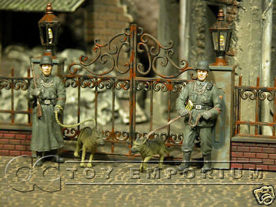 """BRAND NEW""  Dragon 1:35 WWII German Feldgendarmerie w/Dogs Set (2 Figure Set)"